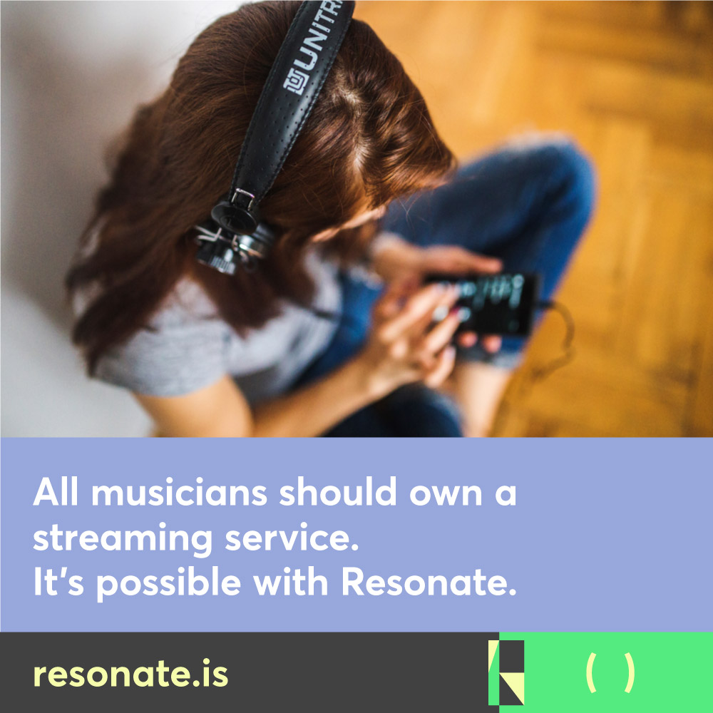 res-soc-musicians-should-01-girl-with-music-player