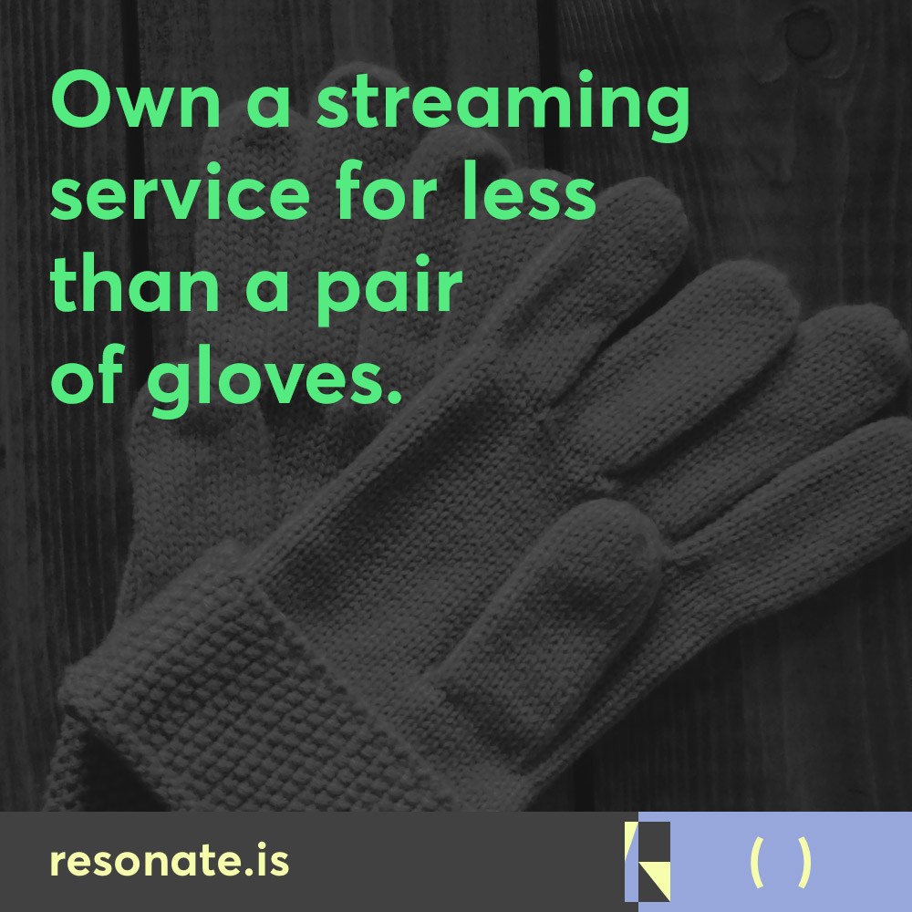 resonate-social-ownastremingaervice006-gloves
